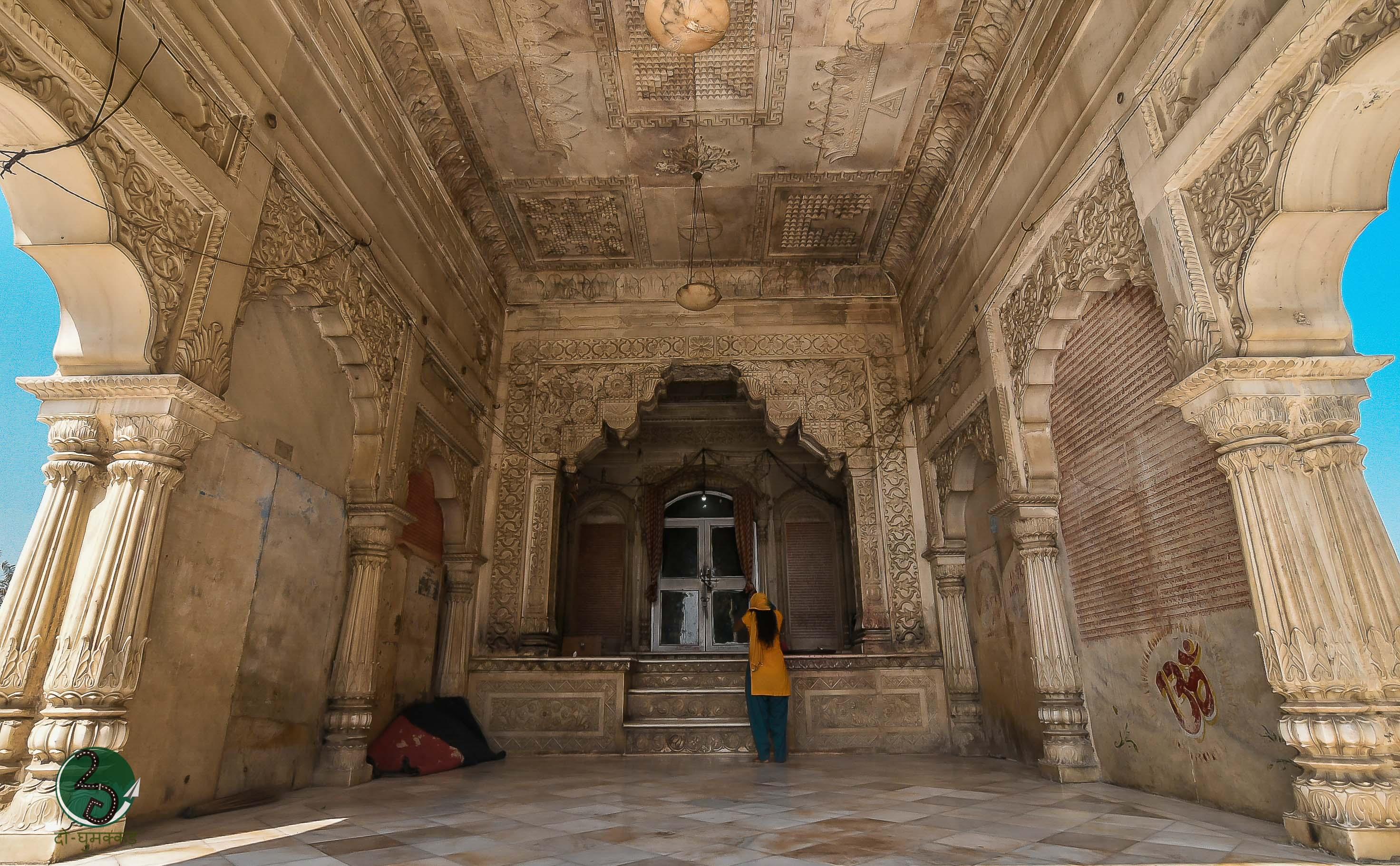 Inside Shyama Temple 2Ghumakkar